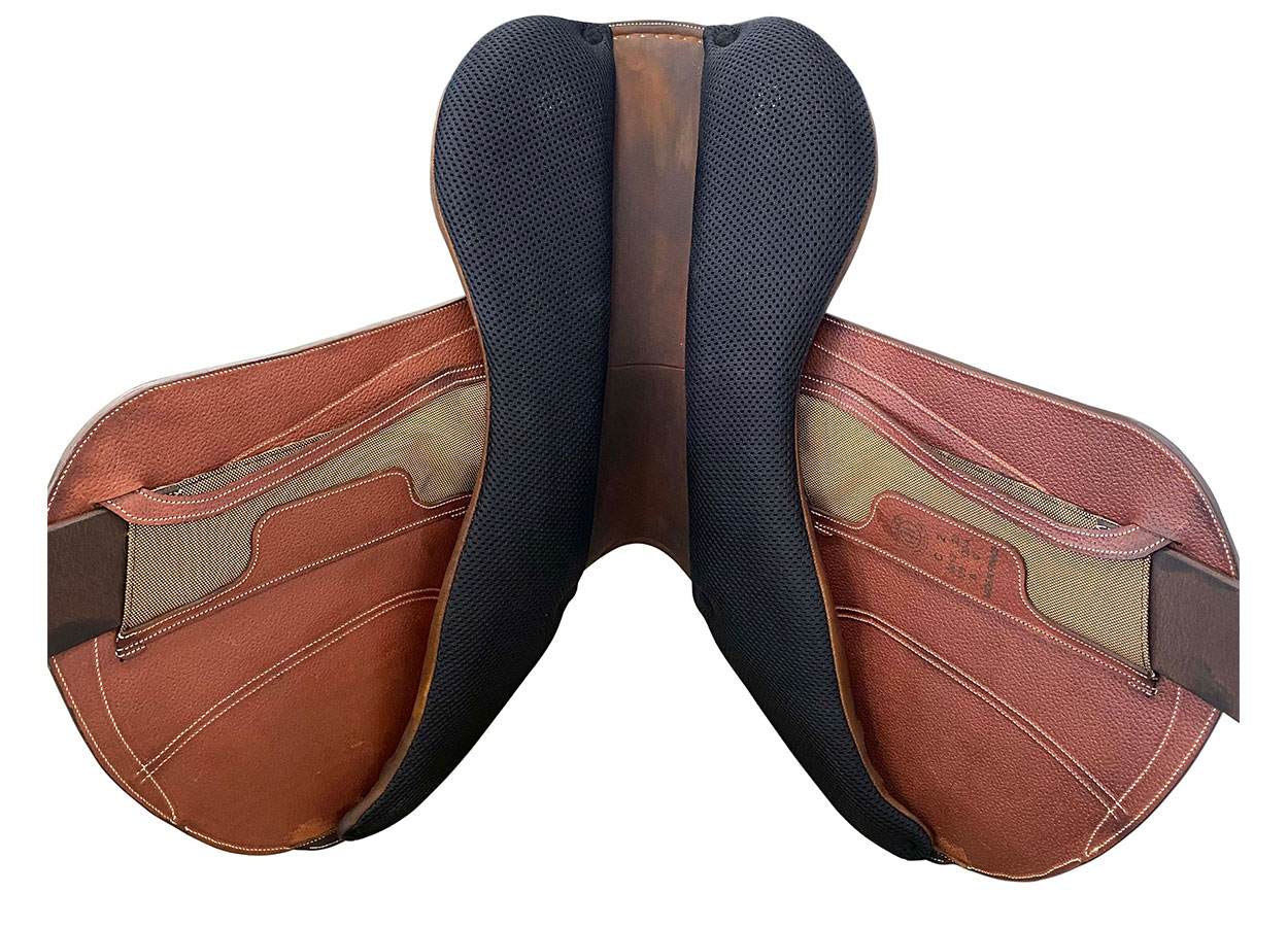 Cross country saddle under